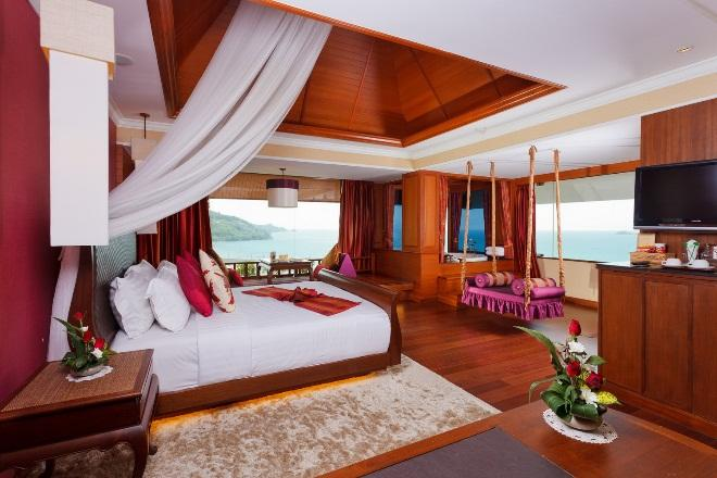 OCEAN SUITE With lavish decoration and charming wooden floors and furniture, the 70 sqm Ocean Suite is a luxurious room