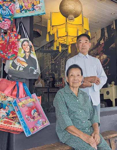 Owners of the Red Ginger Food Stores Leslie Ford and Marina Batalha have known the Wongs for the last eight years; the couple is often seen perched in front of the Byron Bay store.