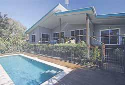 room offi ce/studio Phil Spencer 0402 007 898 OCEAN SHORES $ 775,000 MULLUMBIMBY $ 595,000 166 ORANA ROAD SATURDAY 12.