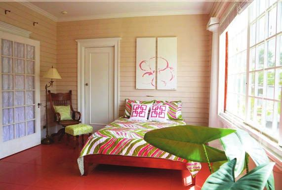 D E L U X E R O O M S The three deluxe rooms in the mansion have queen beds, a