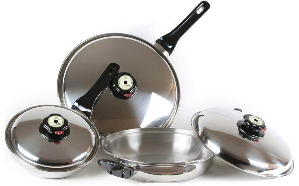 The set consists of three pans and three lids.