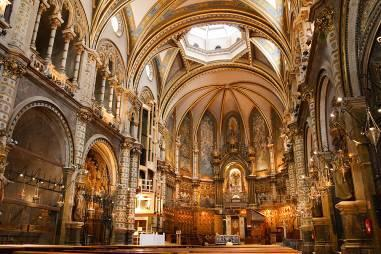 a SPANISH TEAM BARCELONA Montserrat Mountain Full-Day Tour Montserrat Monastery Basilica Cable Car Your private