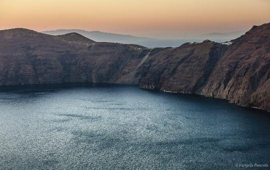 SANTORINI VOLCANO 04 SantoTraveler August 2017 T Post-eruptive flooding of Santorini caldera and implications for tsunami generation he caldera-forming eruption of Santorini in the Late Bronze Age
