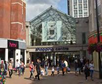 Croydon s retail activity is centred on the enclosed Whitgift Shopping Centre, pedestrianised North End and the Centrale Shopping Centre.