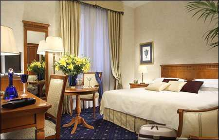 This elegantly renovated hotel features stylish rooms with fresco walls and antique furniture. All rooms offer a satellite TV, a minibar, and air conditioning.