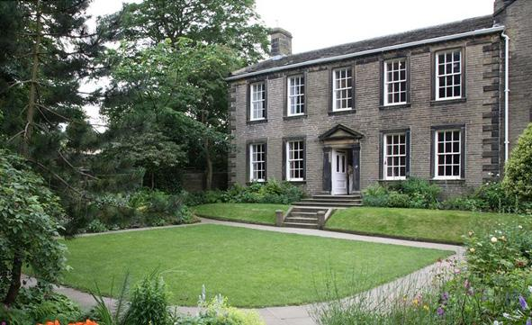 The Bronte s Parsonage & Historic Yorkshire Wednesdays Tour Highlights - to tick off your list! < Haworth, time to explore this cobbled village, famous for its connections to the Bronte Sisters.