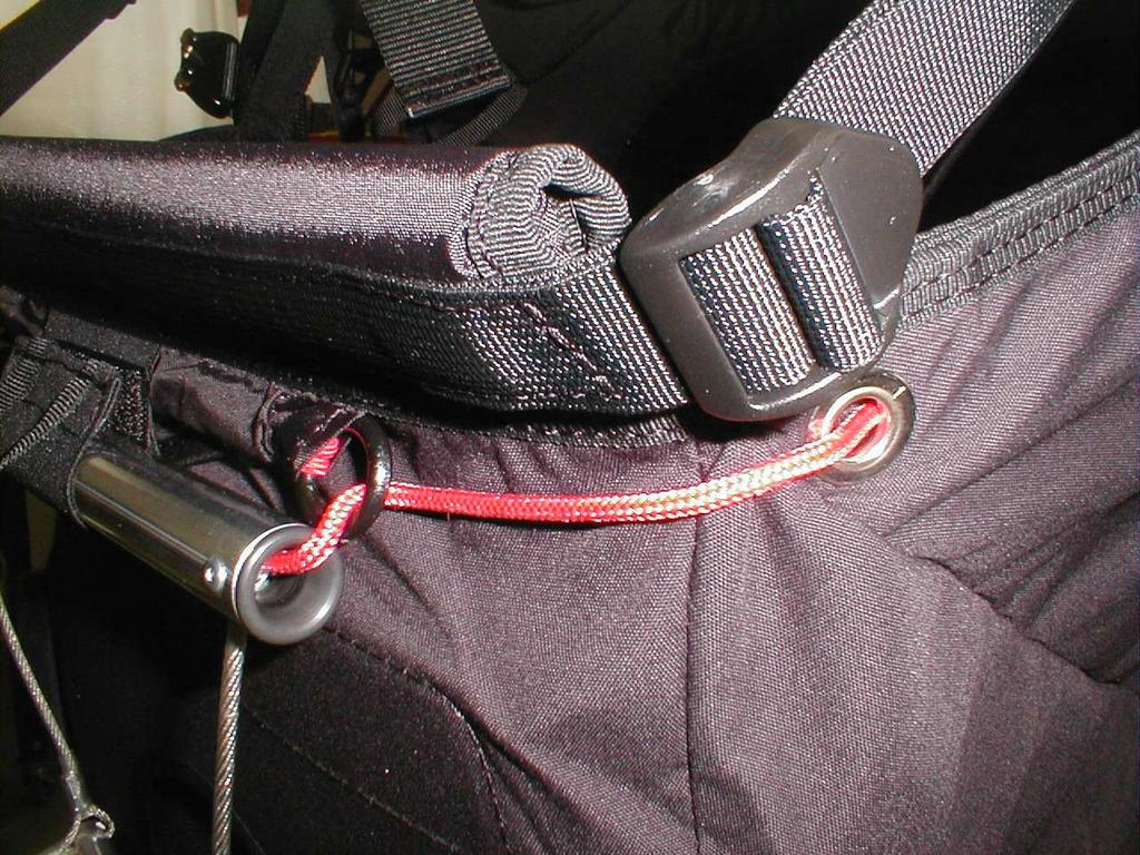 Two plastic buckles are fixed near the front seat angle to increase or decrease the pressure under the knees. 3.