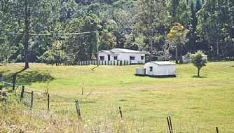 Surrounded by large eates, well away from jor roads with no road noise, yet ly two minutes (1KM) from Bangalow s Main Street, this 35 acre (prox) property offers the rare blend of privacy, slusi and