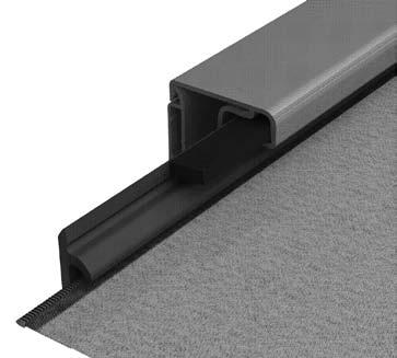 Welded zippers on the screen fabric keep the fabric and bottom rail stable inside the side guiding profiles and ensure that the blind remains functional despite severe wind loads.