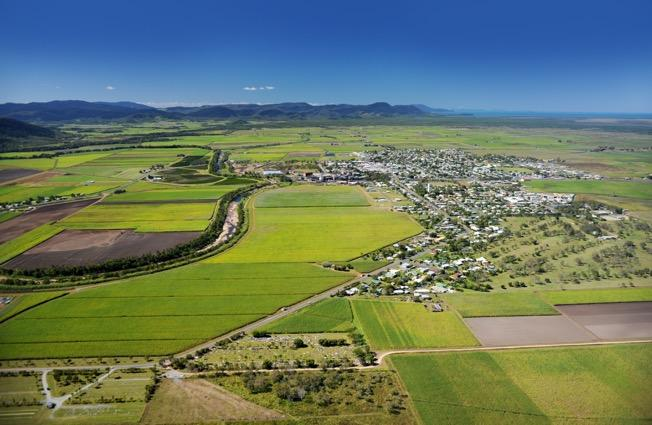 Proserpine Community The region enjoys a tropical climate of hot summers and warm winters, with average daily temperatures ranging from 22 23 degrees Celsius in the winter months of June and July,