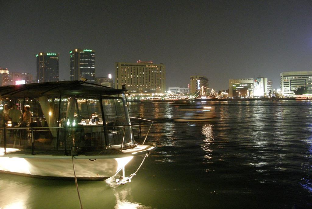 BATEAUX DUBAI PANORAMIC DINNER CRUISE If you have experienced one of the famous Bateaux Mouches in Paris, this is the Dubai version, based upon its French counterparts.