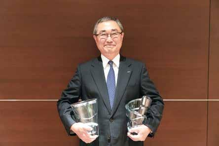 Two time winner of Orient Aviation s Person of the Year, Shinichiro Ito, presented with his award in Tokyo Orient Aviation Media Group publisher and editor-in-chief, Christine McGee, presented ANA