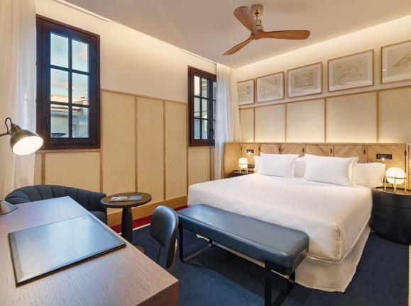 Rooms The comfortable rooms at H10 Madison are designed to create a peaceful environment that favours rest.