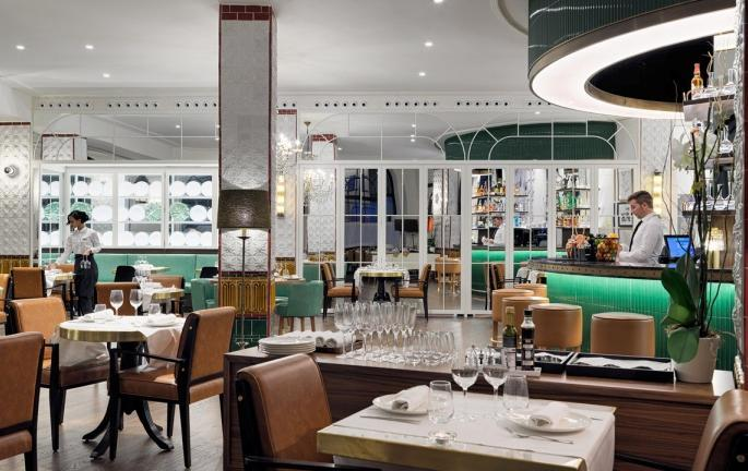 Restaurants and bars The Avenue Restaurant & Cocktail Bar: An elegant space located on the ground floor,