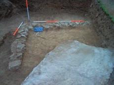 The width of the foundation was 1.2 m, and the width of the intermittently extant wall was 0.80 m. The length of the part of the wall revealed was 16.20 m.