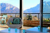 "com APPARTEMENT ""MONT-BLANC"" HHHH Overlooking Lake Annecy, a superb suite with a large balcony and private parking."