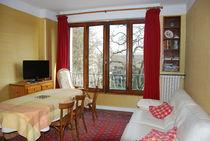 06 12 76 07 38-04 50 67 43 69 m.gattuso@wanadoo.fr www.annecy-location.com VAURY GILLES HHH Well-positioned apartment with open views.