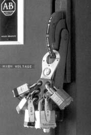 3/4 3/4 Note: Most padlocks available in extra length shackle.