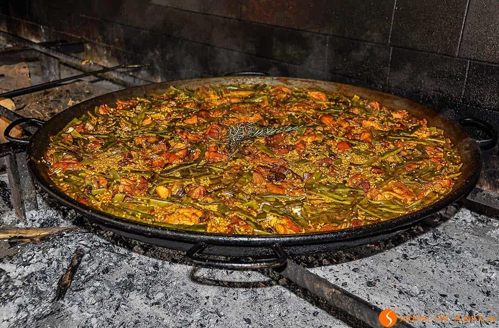 The activity that we propose for the third day is related to the dish Valencia is famous about, the PAELLA.