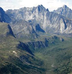 3.8.5 Ragged Range MBas Ecoregion Granite peaks and ridges form the main landscapes of the southern subunit,