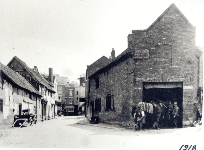 The ever-changing face of Bewdley 1918: No 11 Dog Lane 2014: Dog Lane St.