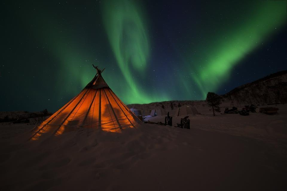 Northern lights experiences (KP04) : ACTIVITY: KIRKENES SNOWHOTEL incl dinner 13.00/17.00 09.00 (+1) 13.00/17.00 21.00 (without overnight stay at snowhotel).