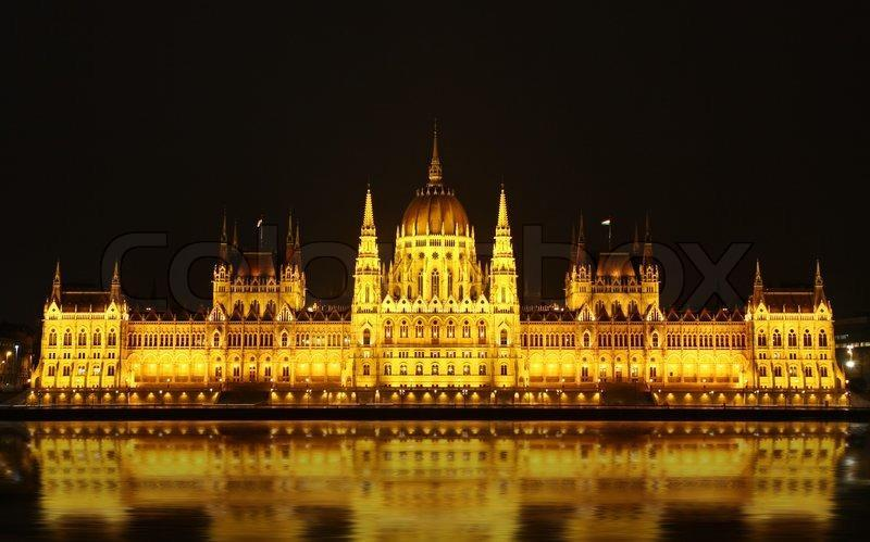 Budapest Parliament: It s big and it s beautiful Sitting magnificently on the banks of the Danube river, the Budapest Parliament dominates the city of Budapest.