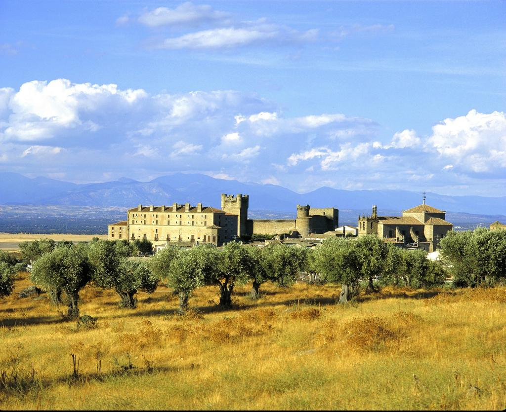 Parador de Oropesa Book now at Parador de Oropesa Parador de Olite In Olite you will find the most complete and well conserved walled town in Navarra.