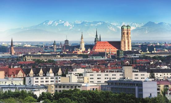 MUNICH MUNICH AT NIGHT WITH DINNER AT HOFBRAEUHAUS 4 hours On this tour you will pass beautiful illuminated squares, monuments, fountains and buildings including, Konigsplatz, Odeonsplatz, Isartor,
